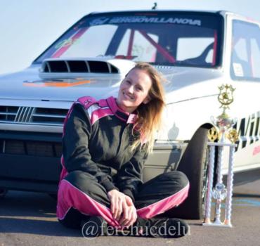 Laura Rader, una mujer que corre picadas de autos
