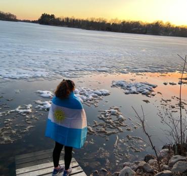"""Andreina Confalonieri: una joven que se atrevió a """"volar lejos de casa"""" a los 17"""